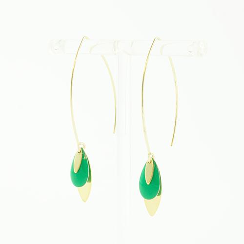 boucle d'oreille émail doré lea vert sur fond blanc