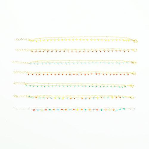 bracelet double chaine en acier inoxydable or sur fond blanc