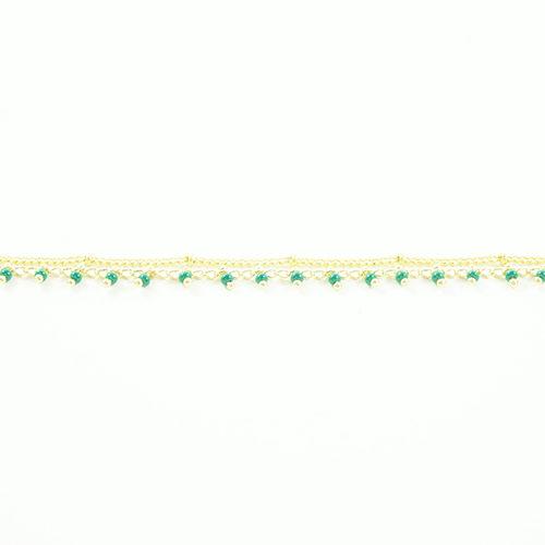 bracelet double chaine en acier inoxydable doré vert portée sur fond blanc
