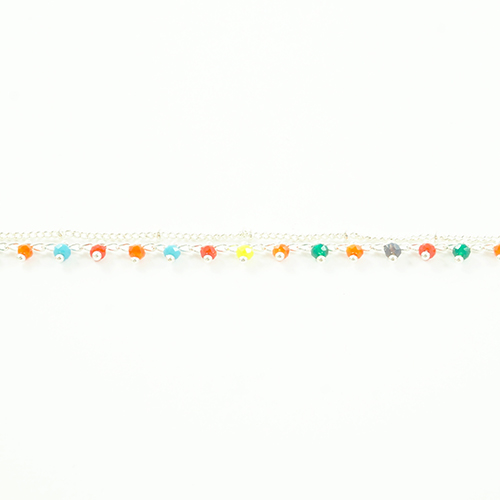bracelet double chaine en acier inoxydable argenté multicolore sur fond blanc