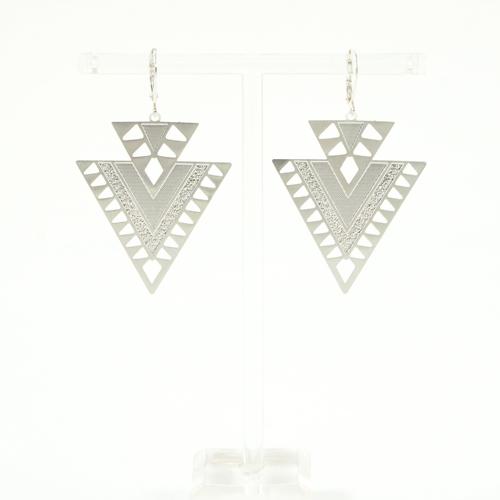 boucle d'oreille plaqué argent arrow en forme de triangle sur fond blanc