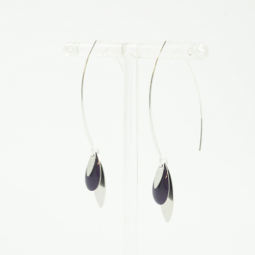 boucle d'oreille émail argenté léa violet sur fond blanc