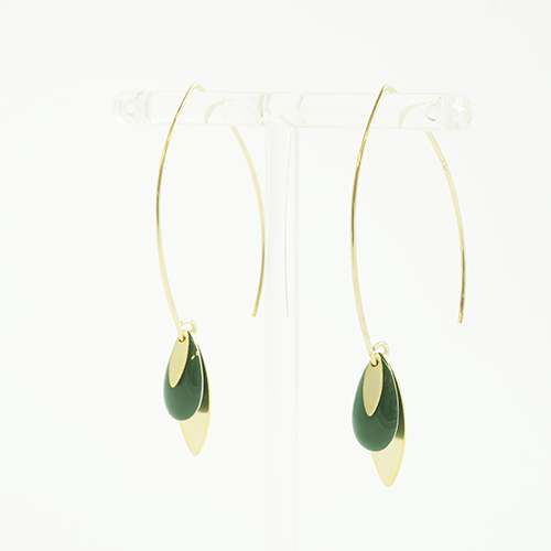 boucle d'oreille émail doré léa vert sur fond blanc