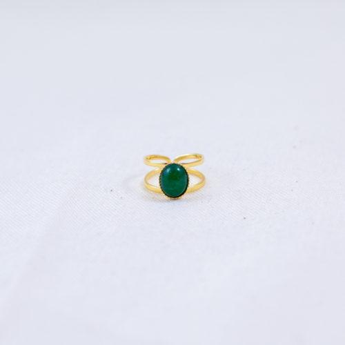 bague plaqué or pierre verte, agate vert sur fond blanc