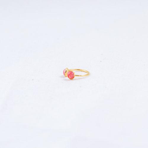 bague plaqué or double pierre rose, agate rose sur fond blanc